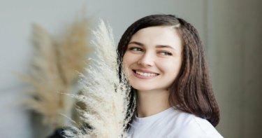 歯を白くする方法と着色の原因とは?